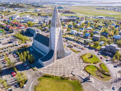 vista área de Reikiavik, una ciudad ideal para irse de compras en Islandia
