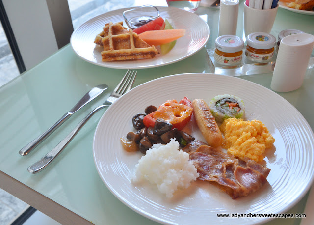 English breakfast at Capital Centre Arjaan by Rotana