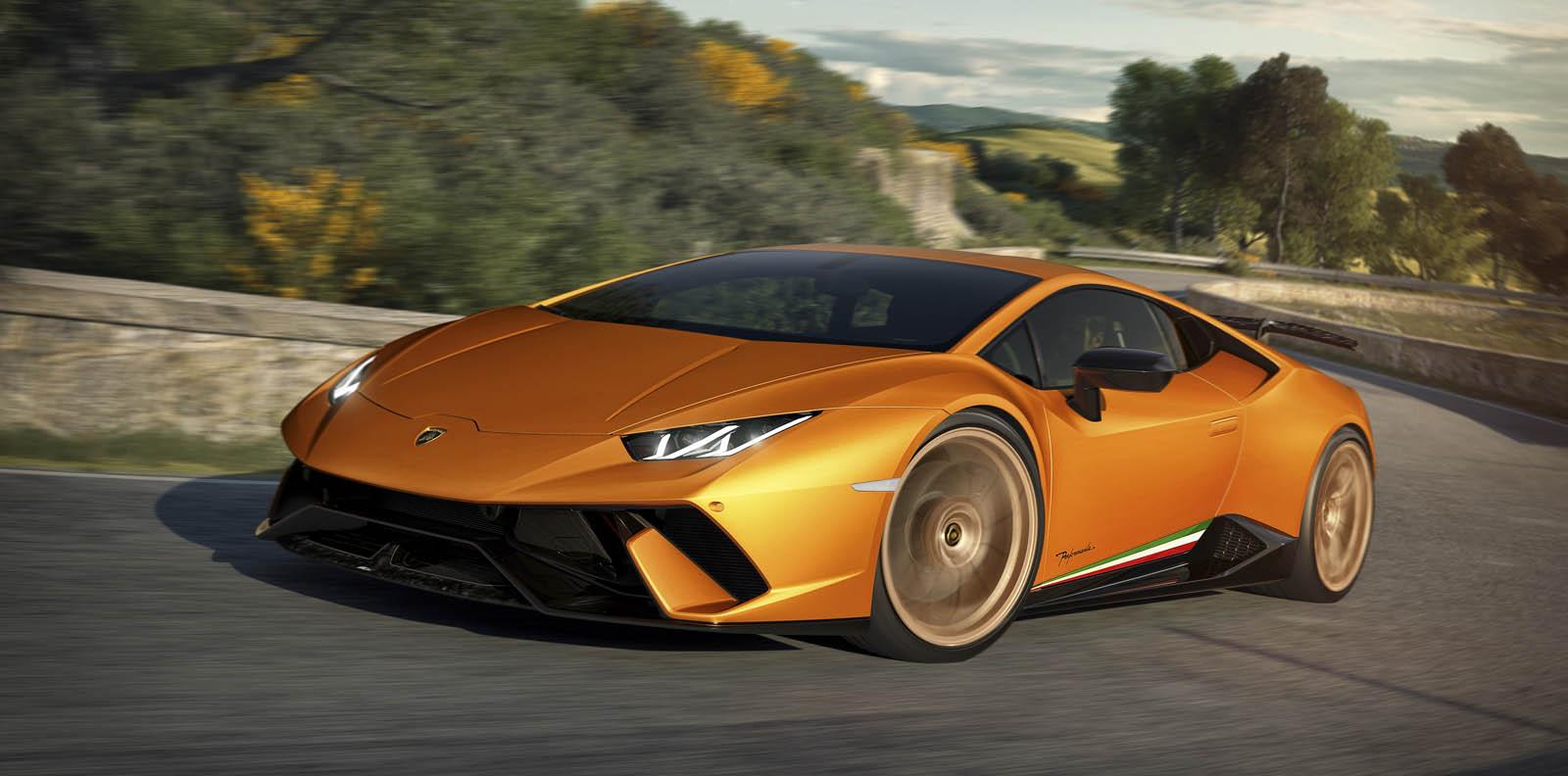 lamborghini celebrates its 7 000th aventador 9 000th huracan. Black Bedroom Furniture Sets. Home Design Ideas
