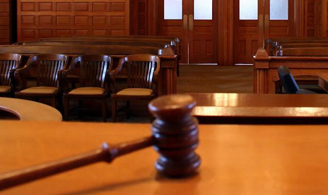 """Peradilan adalah segala sesuatu atau sebuah proses yang dijalankan di Pengadilan, berhubungan dengan tugas memeriksa, memutus dan mengadili perkara dengan menerapkan hukum dan/atau menemukan hukum """"in concreto"""" (hakim menerapkan peraturan hukum kepada hal-hal nyata yang dihadapkan kepadanya untuk diadili & diputus) untuk mempertahankan & menjamin ditaatinya hukum materiil, dengan menggunakan cara prosedural yang ditetapkan oleh hukum formal. (pn-yogyakota.go.id)"""