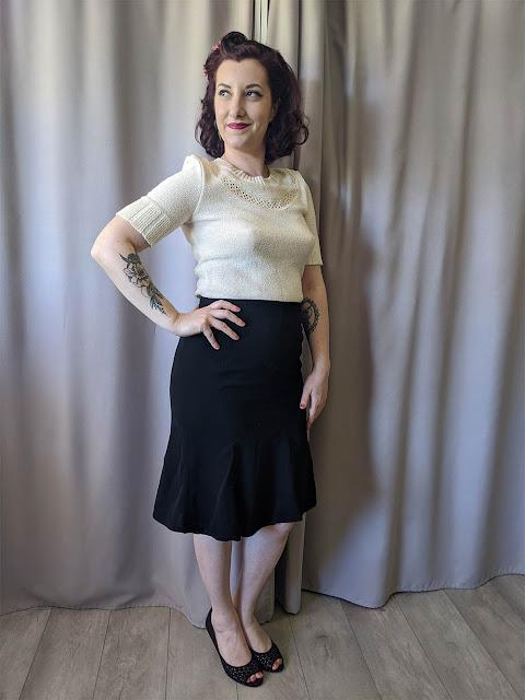 Look rétro vintage style années 40 avec un gilet en tricot court et une jupe balboa