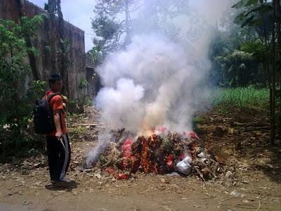 5 Bahaya Menghirup Asap Sampah dan Racunnya 350 kali lebih berbahaya dari Asap Rokok