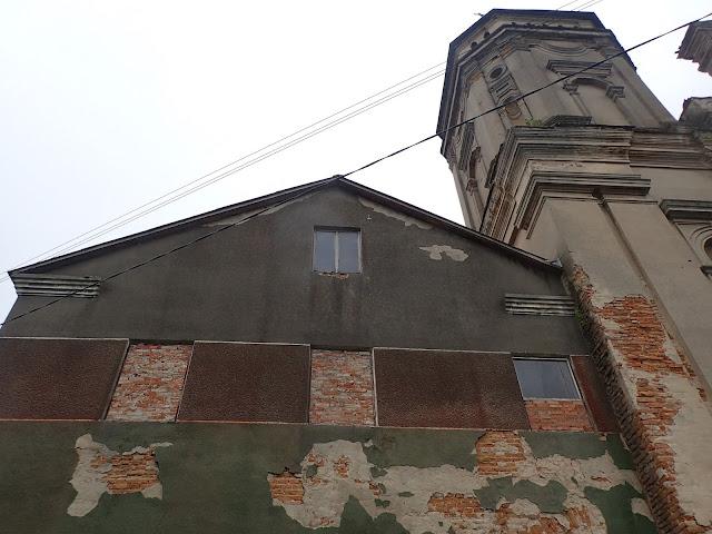 Dom Narodowy i kościół w Warężu