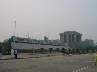 Hanoi Vietnam fotos lateral del mausoleo Ho Chi Minh
