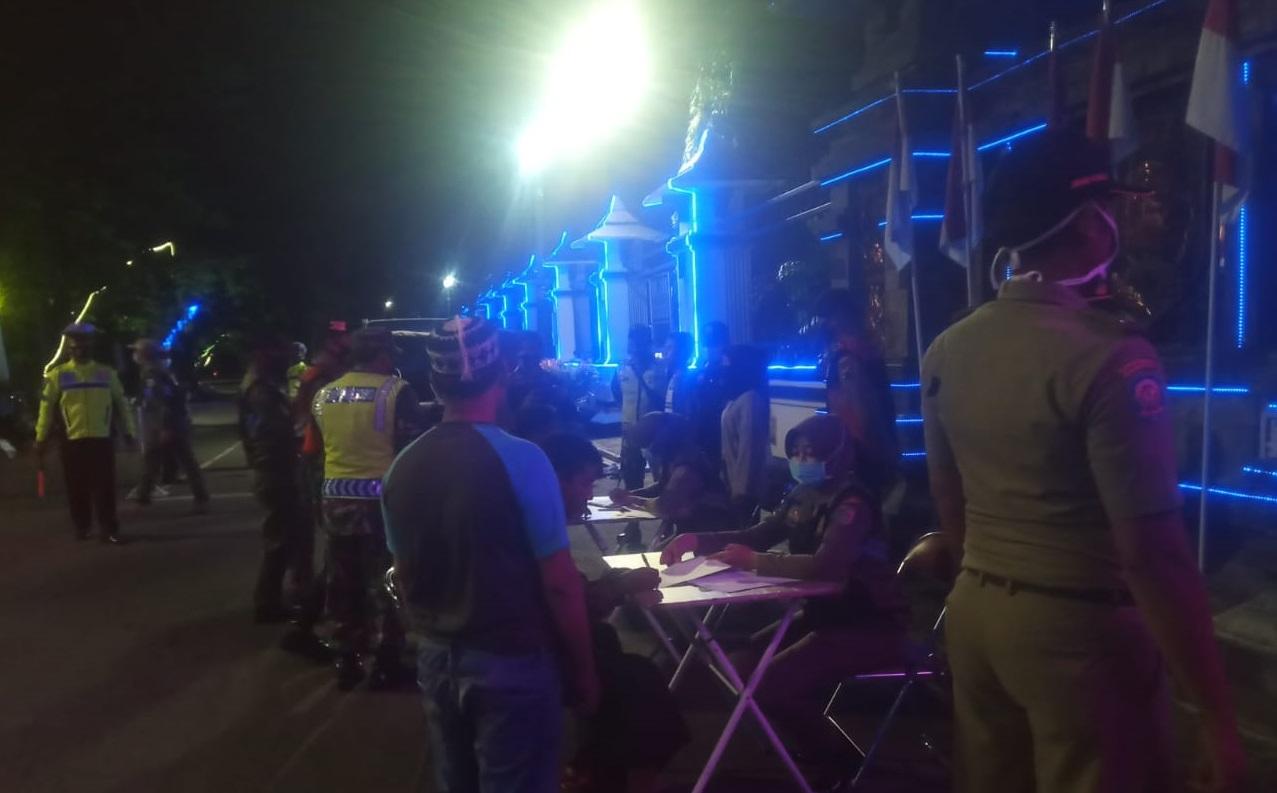 Malam Hari, Tim Gabungan Tetap Semangat Gelar Operasi Yustisi Prokes di Demak