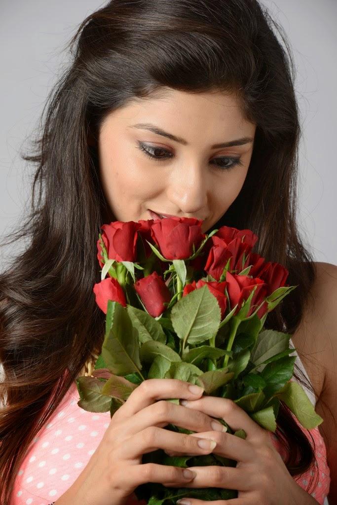 Beautiful Tanvi vyas latest hot photo shoot gallery in denim shorts