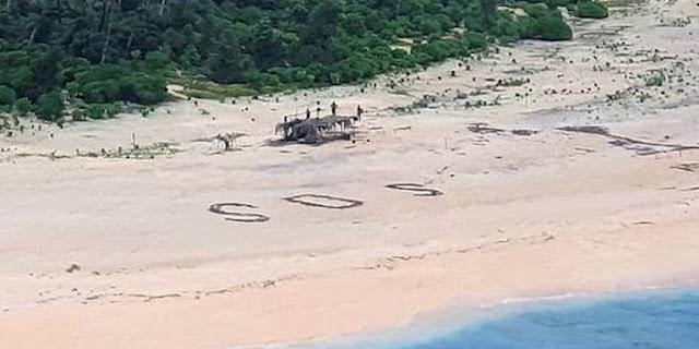 Απίστευτο: Ναυαγοί σε νησί του Ειρηνικού εντοπίστηκαν από το τεράστιο SOS που έγραψαν στην άμμο!