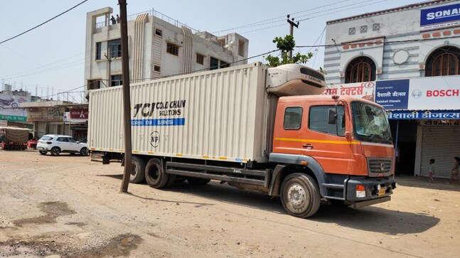 2 लाख से अधिक कोरोना वैक्सीन से भरा ट्रक लावारिस मिला जाने पूरी बात Covaxin Truck Found Abandoned in MP