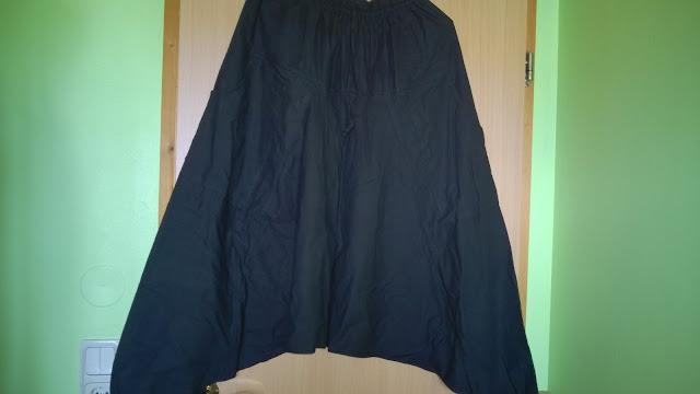 Schwarze Aladinhose.