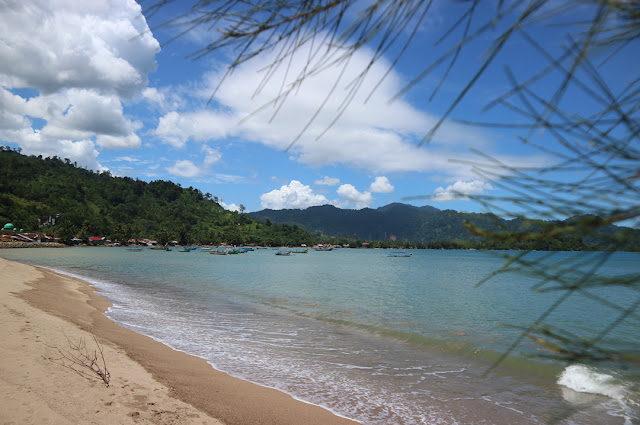 caroline beach is wonderfull beach in west sumatra