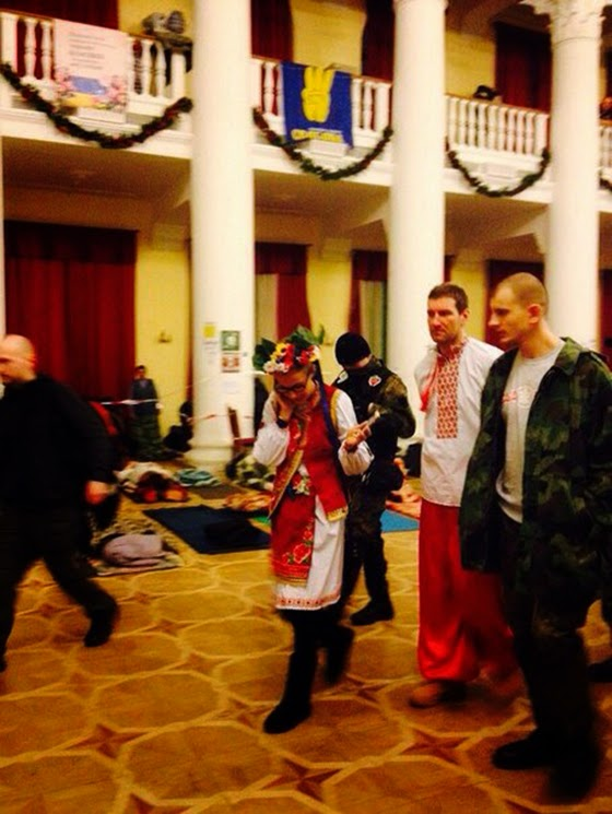 Ksenia Sobchak in Ukrainian costume visited Evromaydan