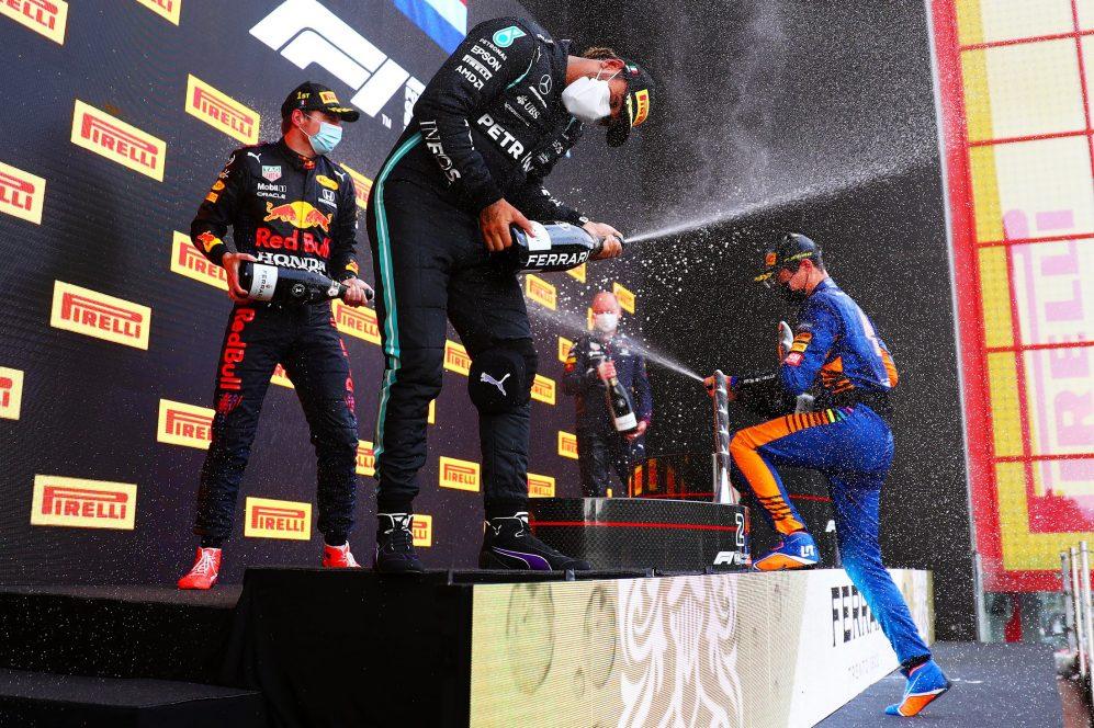 Hamilton se recuperou bem de seus vários problemas para levar a P2 atrás do eventual vencedor Max Verstappen