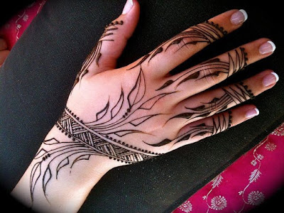 Very Simple And Attractive Mehndi Designs