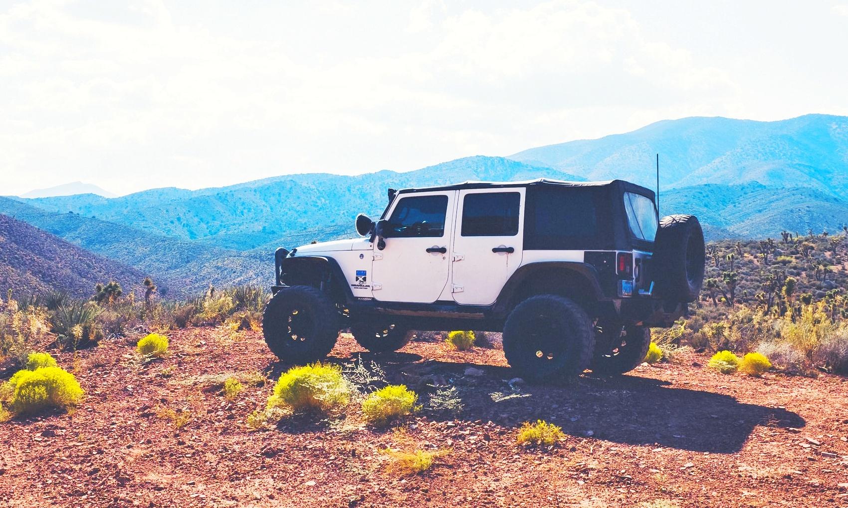 White, jeep,wrangler, softtop