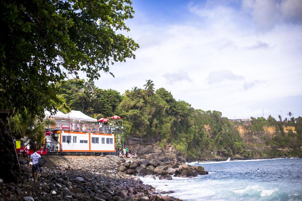 44 Line Up Martinique Surf Pro foto WSL Poullenot Aquashot