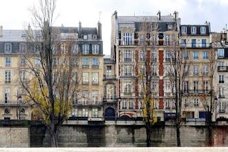 Paris : Immeuble le plus étroit de Paris ? L'hôtel Pioust de Saint Gilles au 13 quai Voltaire, une curiosité architecturale - VIIème