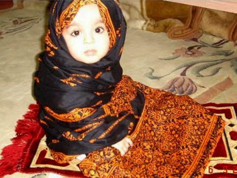Gambar bayi kecil cantik shalat