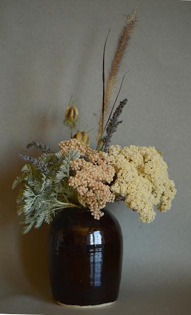 monday vase meme, artemesia, ozothamnus, nigella, ceramics, amy myers, small sunny garden, desert garden