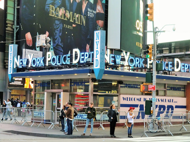 NYPD police Times Square Manhattan New-York City