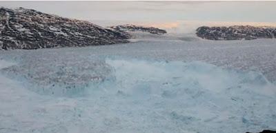 https://www.antena3.com/noticias/ciencia/las-consecuencias-del-cambio-climatico-continuan-un-iceberg-del-tamano-de-manhattan-se-desprende-del-glaciar-helheim-en-groenlandia_201809195ba28cf00cf2a11d7a503878.html