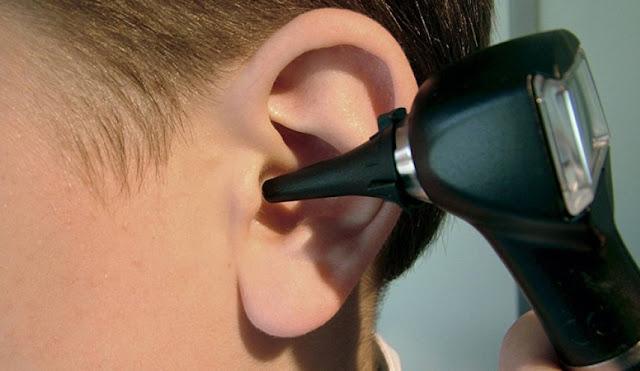 اعراض التهاب الاذن الوسطى و اسبابها طرق علاجها