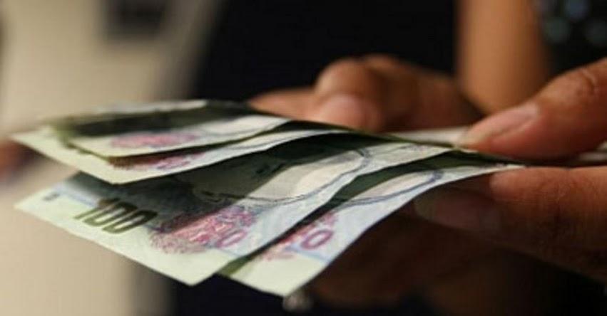 Gobierno oficializa aguinaldo de S/ 300 por Navidad para el sector público (D. S. Nº 352-2017-EF)