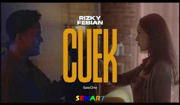 Chord Gitar Lagu Cuek Rizky Febian. Bulan Agustus lalu Rizky Febian baru saja merilis sebuah lagu menjadi viral di Indonesia. Lagu terbaru Rizky Febiatn berjudul 'cuek'. Berikut ini adalah Chord Gitar Lagu Cuek Rizky Febian original.