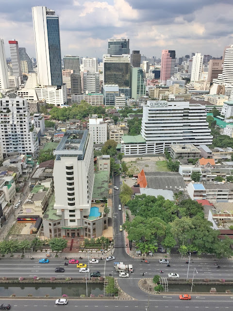 Why should you visit Bangkok? visit thailand, visit bangkok, what to do in bangkok, 10 things to do in bangkok, bangkok temples, kam v bangkoku, ubytovani bangkok, dovolena thajsko, dovolena bangkok, chrámy bangkok, chrámy thajsko, water monitor, jídlo thajsko, restaurace bangkok, bangkok blog, travel blog, betch na cestách, mother trucker bangkok, trhy bangkok, markets bangkok, xugar thailand, The House on Sathorn, mapiful, green bangkok, green lung bangkok, lumphini park, shopping bangkok, nákupy bangkok, nákupy thajsko, artbox bangkok, artbox thailand, ladyboy bangkok, fiona ladyboy bangkok, ladyboy thailand, reclining budha bangkok, ležící budha bangkok, královský palác bangkok, kloeng boats bangkok, lodě po bangkoku, západ slunce bangkok