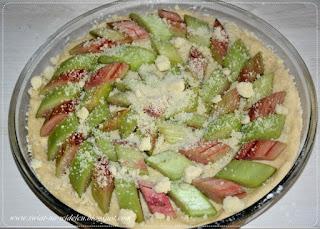http://swiat-na-widelcu.blogspot.com/2020/06/ciasto-drozdzowe-z-rabarbarem.html