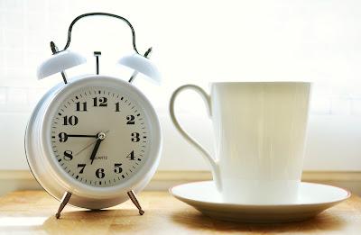 reloj, alarma, taza, cafe