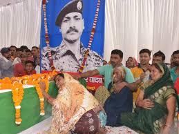 उत्तर प्रदेश - अयोध्या तिरंगे में लिपटकर पहुंच शहीद Rajkumar Yadav का शव |