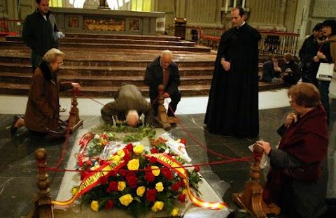 Spanyolországban Franco sírjának eltávolítása után is maradnak látható emlékei a diktatúrának