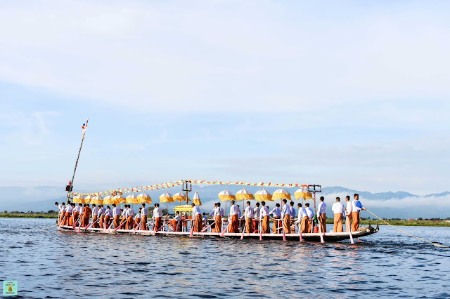 Phaung Daw Oo Pagoda Festival en el lago Inle, Myanmar