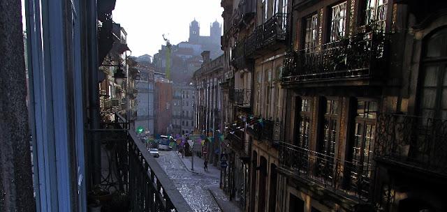varanda numa rua do centro histórico do Porto