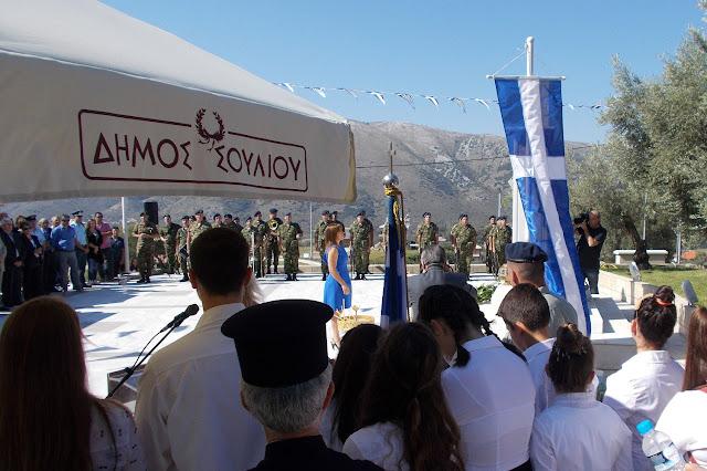 Θεσπρωτία: Συγκλονιστικό μοιρολόι με κλαρίνο από νεαρό παιδί μπροστά σε μνημείο ηρώων! (Video)