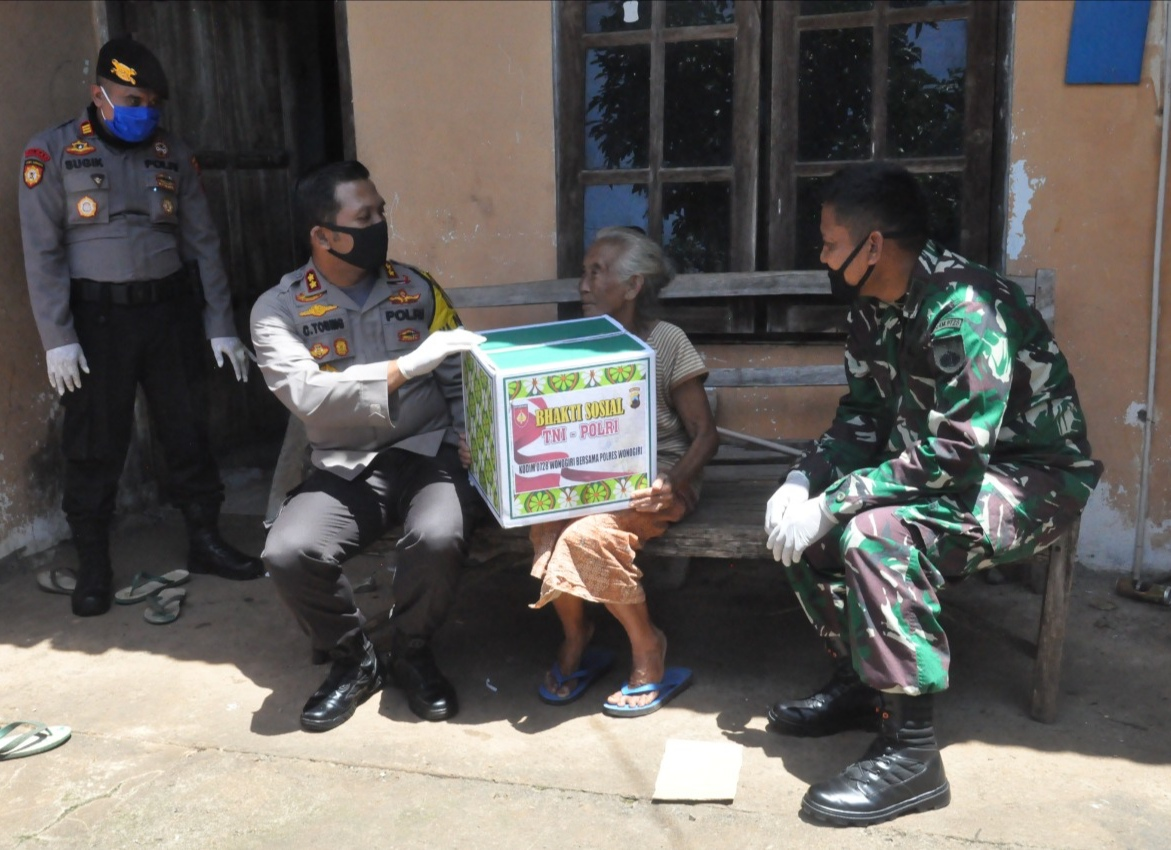 Sembako dan Makan Gratis untuk Warga Wonogiri di Tengah Pandemi