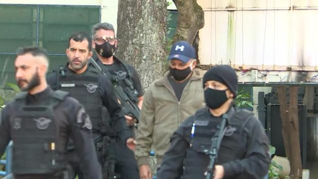 Queiroz, ex-assessor de Flávio Bolsonaro, é preso em Atibaia, SP
