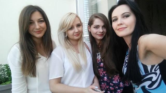 dziewczyny na spotkaniu blogerek