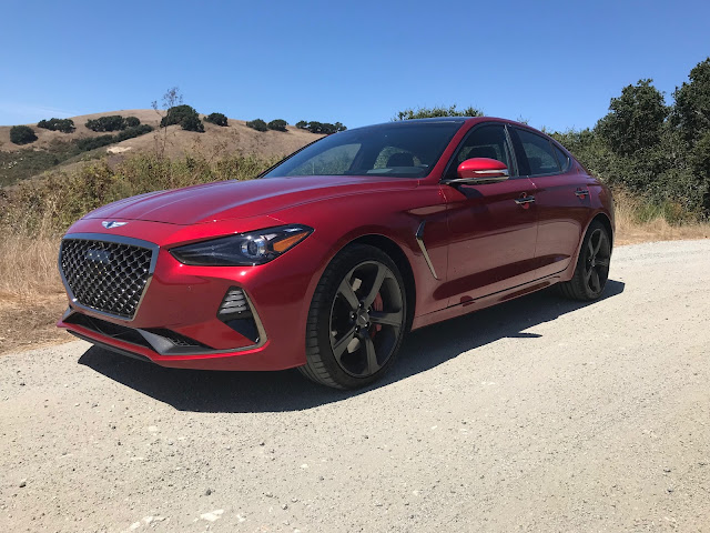 Front 3/4 view of 2019 Genesis G70 RWD 3.3T Dynamic Edition