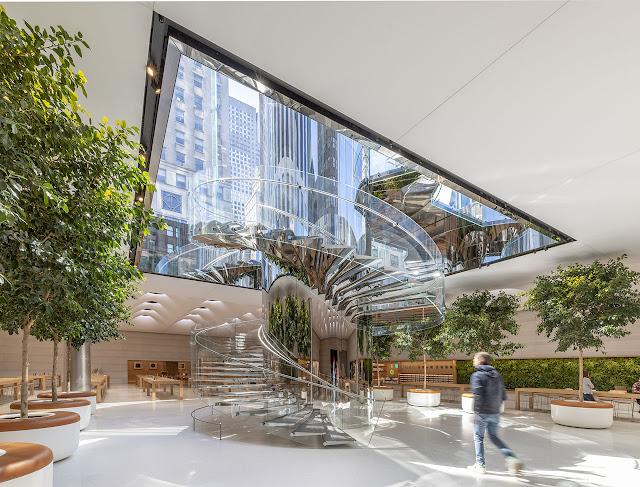 tienda apple quinta avenida nueva york escaleras transparentes hacia la superficie