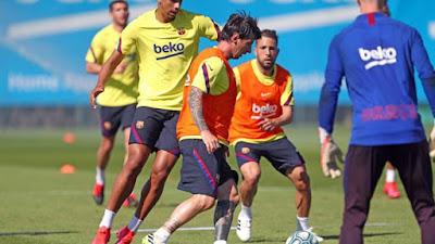 Messi dính chấn thương, Barca lo sốt vó lỡ hẹn tái xuất La Liga