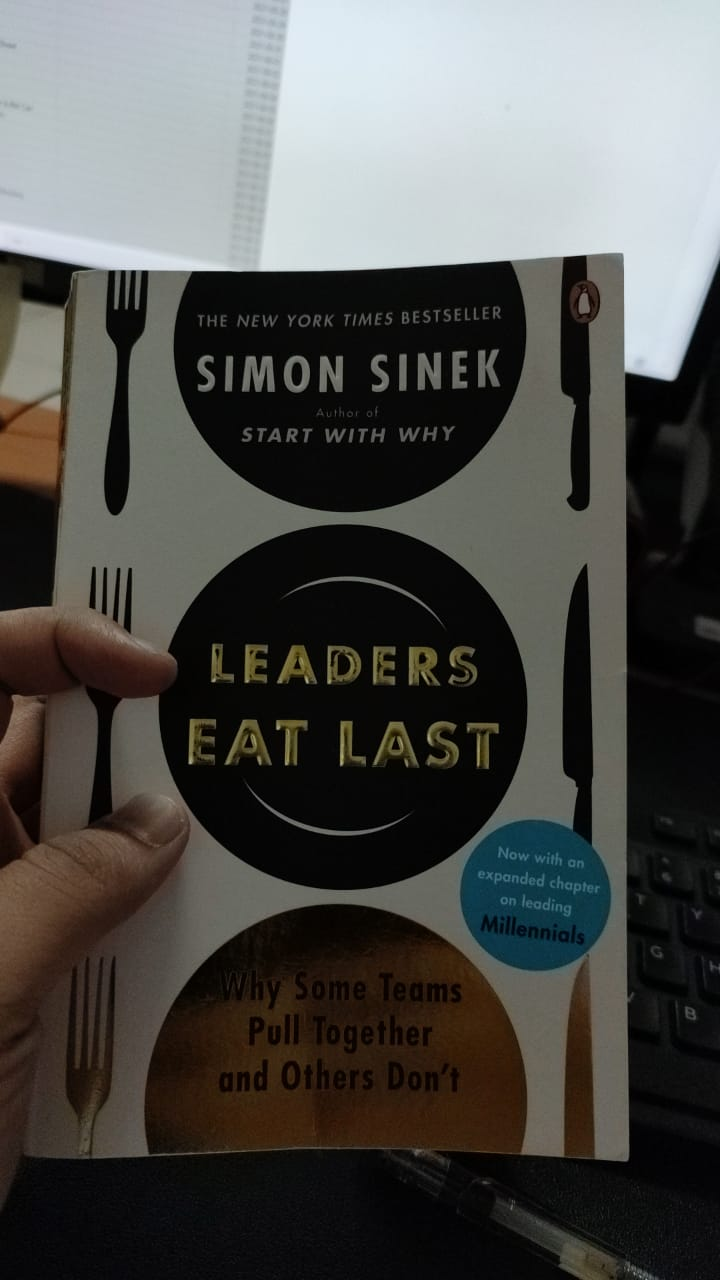 Buku Leaders Eat Last
