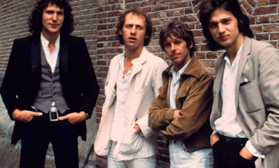 """Lirik Lagu Dire Straits - Money For Nothing"""