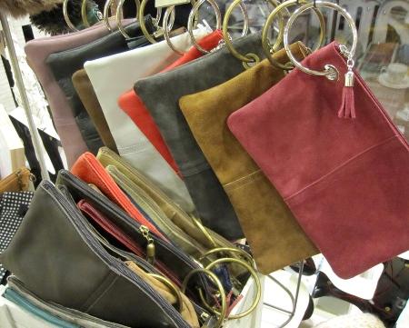 Bolsos cartera de piel con anilla o pulsera