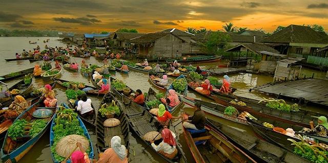 Angkat Budaya Lokal dengan Festival Pasar Terapung