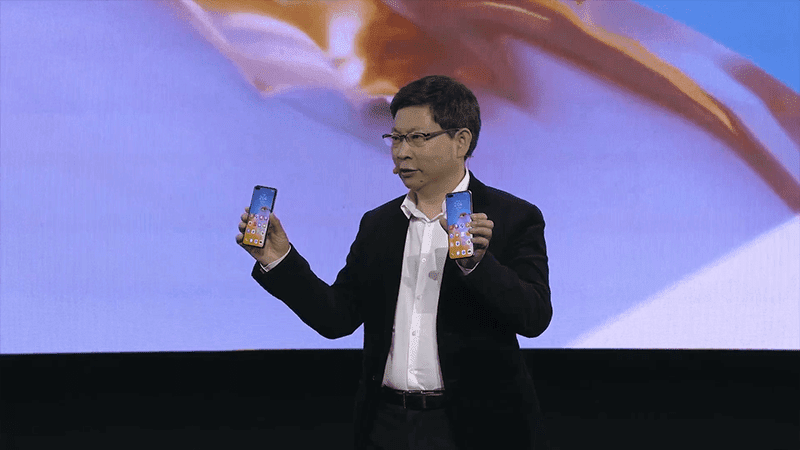 Huawei CEO Richard Yu holding the P40 and P40 Pro