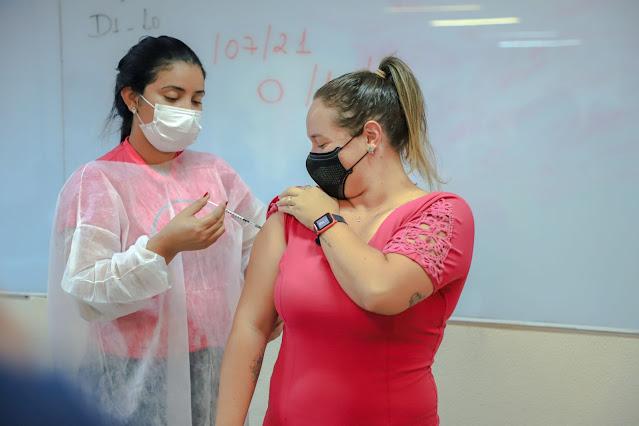 Jornalistas são vacinados contra a Covid-19 em Porto Velho