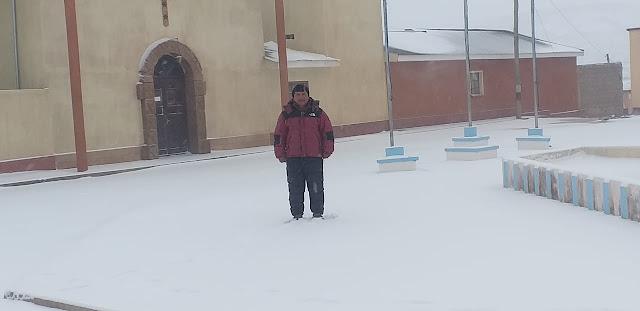 Der Bürgermeister von San Pablo vor der Pfarrkirche