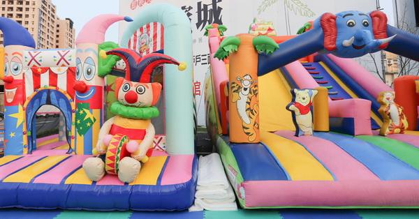 台中太平|好康道相報!氣墊樂園每天免費開放,小朋友玩到樂翻天,櫻花濱城