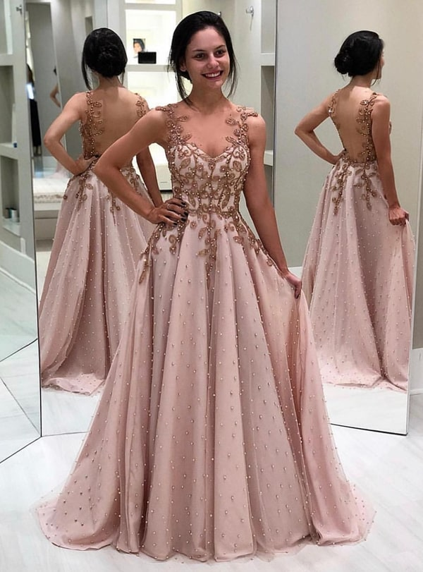 vestido estilo princesa  bordado com pérolas